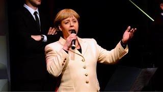 """Angela Merkel singt """"Mutti bleibt für immer"""""""