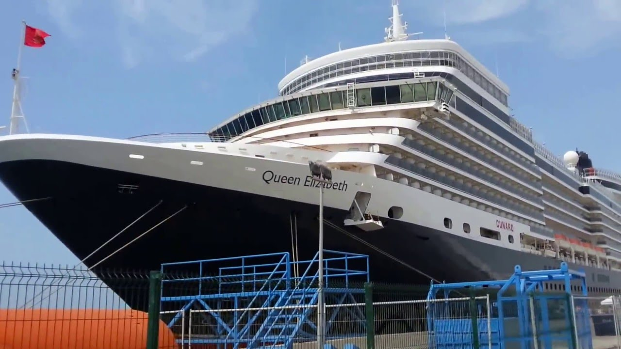 Queen Elizabeth Cruise Ship in Dubai
