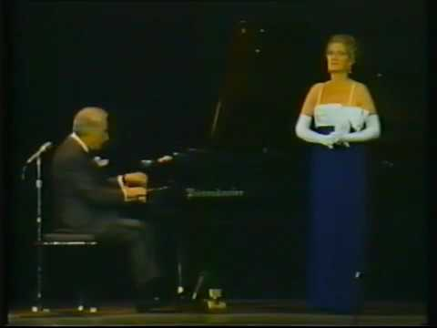 Opera Singer scared a pianist with high pitch
