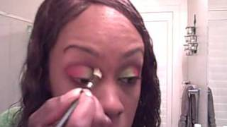 Eye shadow, green and red look Thumbnail