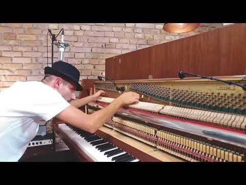 شخص يعزف اغنيه ديسباسيتو بطريقه مجنونه--decpasito piano