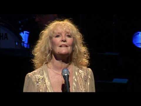 Petula Clark - Don't sleep in the subway (Live Olympia)
