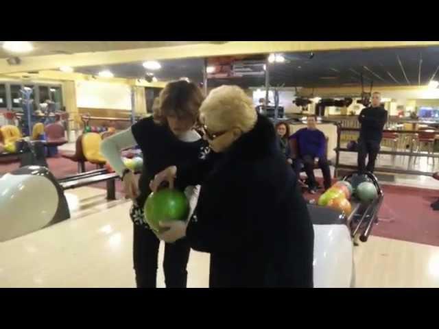 Nonna di 84 anni fa strike al primo tiro