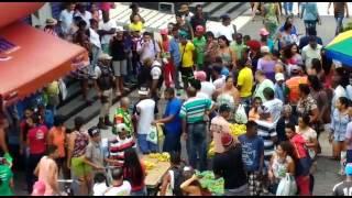 Ambulantes capturam ladrão de celular no centro de Camaçari - Camaçari Notícias