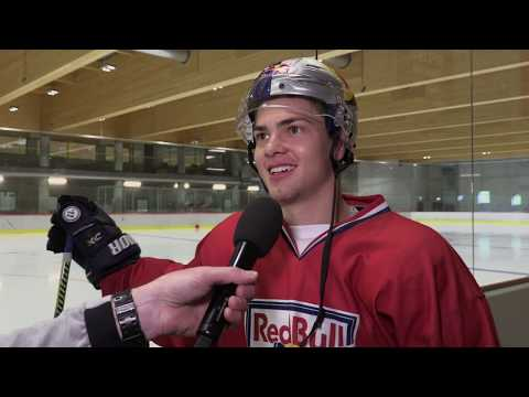 "ehc-red-bull-münchen-|-john-""jay-jay""-peterka-q&a-beim-training-in-der-red-bull-eishockey-akademie"