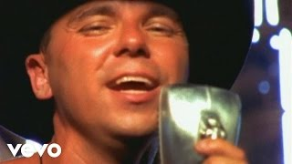 Kenny Chesney - She Thinks My Tractor