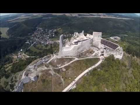 Čachtický hrad, história, priebeh rekonštrukcie a sprístupnenie pre verejnosť.