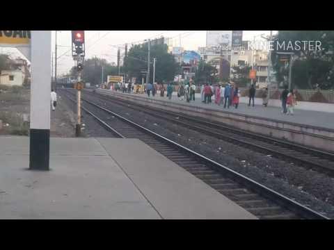 (BRC) WAP -5 AMUL #30057 With 22959 Surat Jamnagar InterCity Express Arrival at Maninagar.