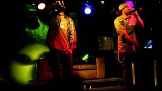 SILK N EZRA-WAIT SOME (LIVE PERFORMANCE)