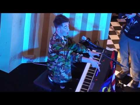Greyson Chance - Waiting Outside The Lines + Sunshine & City Lights 20160619 @ Sunway Putra Mall