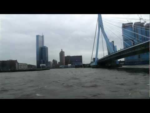 rotterdam harbour met de spido onder de erasmusbrug door naar de willemsbrug