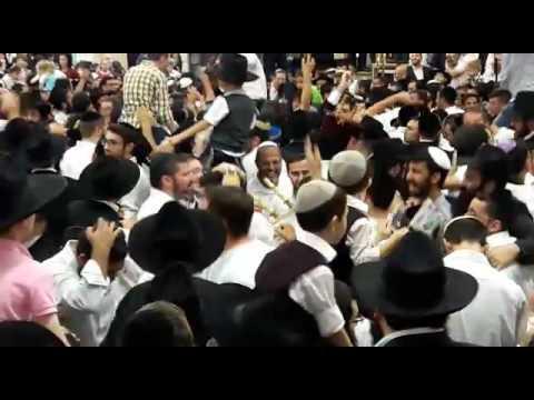 """הקפות שניות: כפר חב""""ד נמואל הרוש ותזמורתו 2016"""