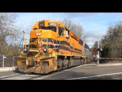 (HD) PW 3052 Freight Train crossing at Roberts,Oregon
