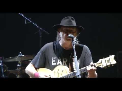 Neil Young - Alabama (Live at the O2 Greenwich London 11/06/2016)