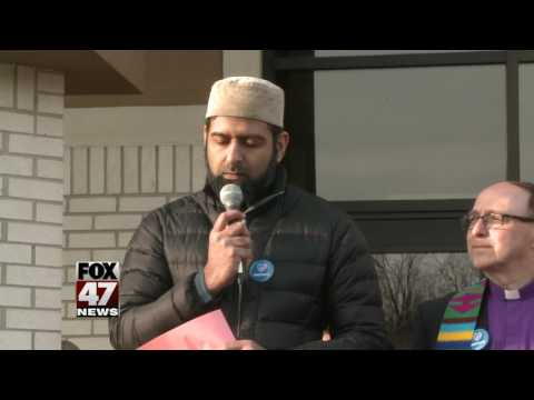 Hundreds pray for country's future at East Lansing Islamic Center