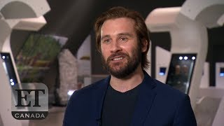 'Vikings' Stars Katheryn Winnick, Clive Standen Go To The Museum | VIKINGS