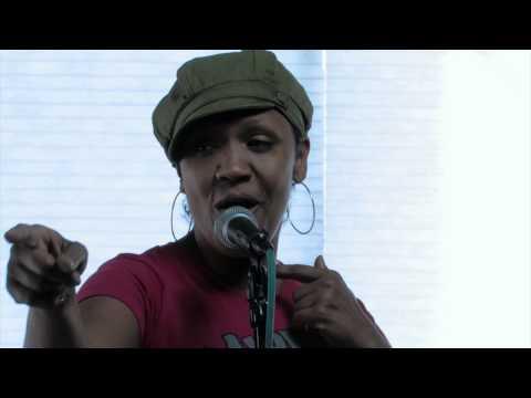 Julie McKnight - On the Grind with Schelle Holloway