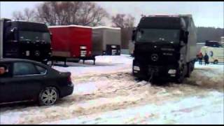 SUBARU LEGACY vs MB ACTROS on snow