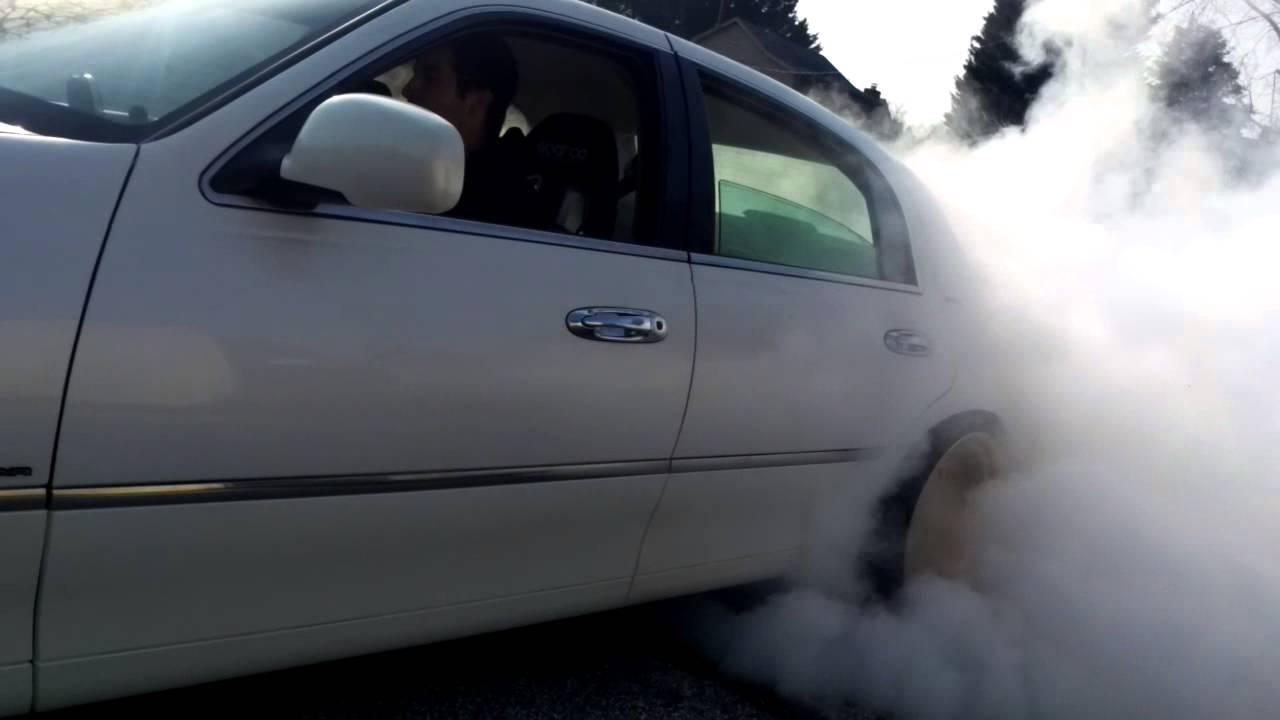 98 lincoln town car 302 5 speed burnout [ 1280 x 720 Pixel ]