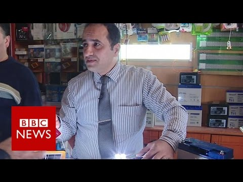 Man shares Gaza power cut lifehacks - BBC News