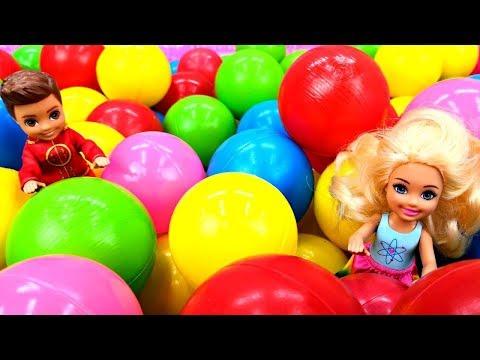 Барби и Челси в магазине игрушек. Видео для девочек - Играем в куклы