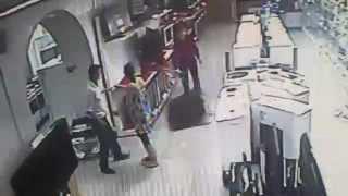 Бешеный покупатель разбил телевизоры в магазине(, 2014-10-06T08:11:53.000Z)
