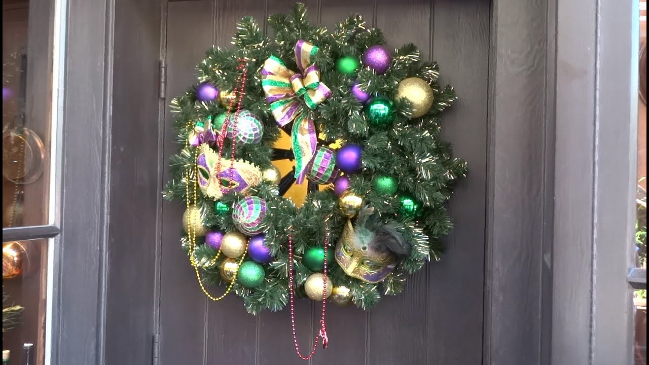 new orleans square christmas decorations at disneyland 2015