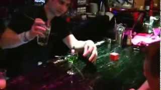 Как правильно пить абсент в домашних условиях?(Как правильно пить абсент. Видео-роликов достаточно много, но в основном это проделки опытных мастеров...., 2013-11-05T12:05:39.000Z)