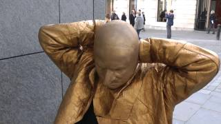vuclip GOLD - A day in the life of a Living Statue
