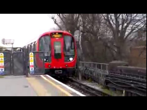 S7 stock 21509 at Turnham Green