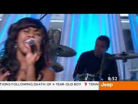 Paulini - Superwoman (Live on Sunrise January 2006)