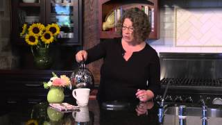 Cuisinart Cordless Automatic Electric Kettle (KUA-17) Demo Video