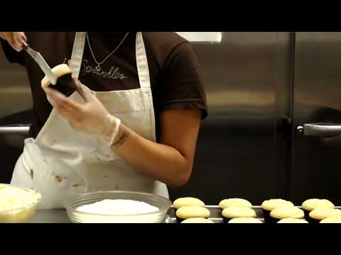 How To Frost A Cupcake The Sprinkles Way!