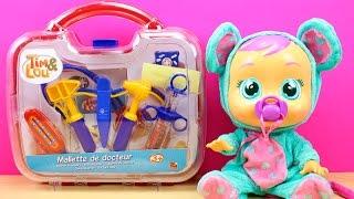 Bebés Llorones Lala está malita y va al médico | Maletín Médico de juguete para la bebé llorona thumbnail