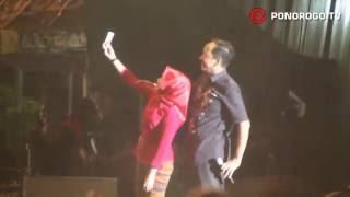 Video Konser Nidji & Tipe-X - Feel The BlackGold Concert Di Alun Alun Ponorogo, Bupati Ipong Selfi download MP3, 3GP, MP4, WEBM, AVI, FLV Oktober 2019