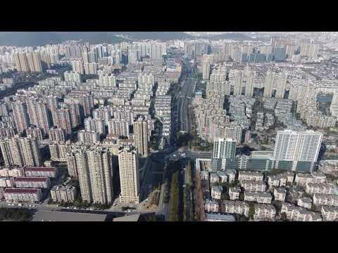 大疆dji mini2航拍:  青祁路向体育中心飞,就怕撞上体育中心高楼或失联