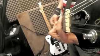 Download Alumbra Contra la pared (versión estudio) MP3 song and Music Video