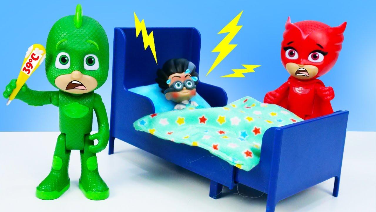 Precisamos ajudar o inimigo! História infantil com brinquedos Heróis de Pijama animados