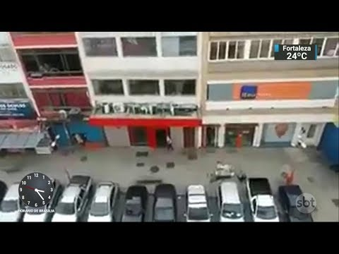 Assalto com 36 reféns termina com morte de PM e bandido no RJ | SBT Notícias (03/03/18)