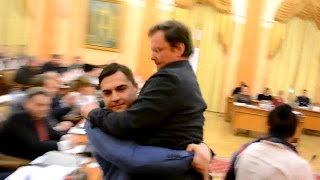 Заместителя Саакашвили вынесли из зала Одесского горсовета(Заместителя губернатора Одесской области Сашу Боровика, который впервые пришел на сессию Одесского горсов..., 2016-03-16T11:20:49.000Z)