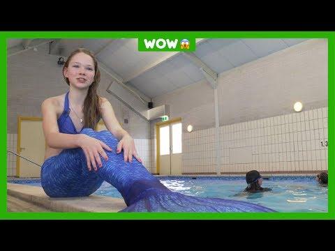 Kinderen leren zwemmen als zeemeermin
