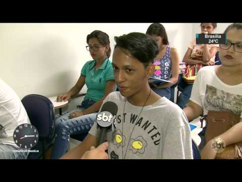 Mais de 40% dos estudantes de 15 a 16 anos também trabalham - SBT Brasil (19/04/17)
