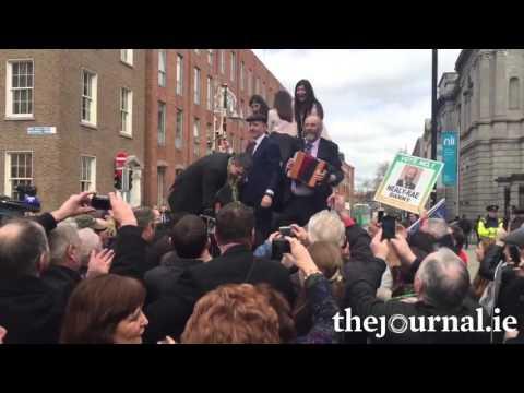 Healy-Rae Seisiún Outside The Dáil