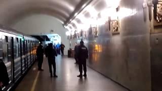 Неадекват в метро