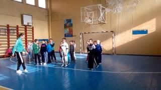 урок фізичного виховання 2-В клас
