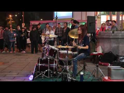 Lady Drummer Perform on Street - Beautiful Sunday