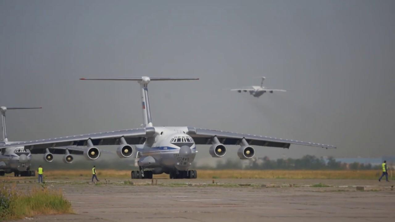 Десантирование подразделений из Ил-76 в ходе совместного учения ВДВ
