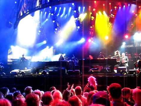 """Elton John And Billy Joel Play """"Benny And The Jets"""" At Wrigley Field, June 16, 2009"""