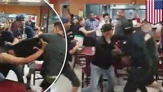 Une immense bataille générale éclate dans un restaurant mexicain thumbnail