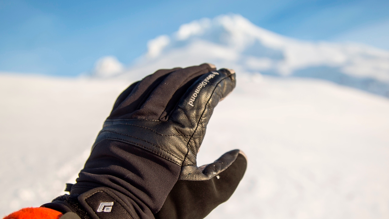 6cfb93ebf Gear Review: Black Diamond's Arc Gloves for Alpine